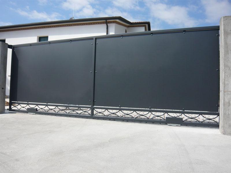 039 cancello scorrevole moderno cancelli ferro d 39 for Tessuti arredamento outlet milano